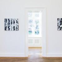 """Ausstellungsansicht """"Painting and Beyond"""", Stefan Löffelhardt (l.), John Zinnser"""