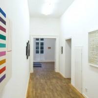Ausstellungsansicht: BLIND DATE - Junge Positionen, kunstgaleriebonn, 25.10. - 13.11.2013: Thomas Raggio (l.), Hajnalka Tarr (r.)