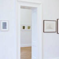 Ausstellungsansicht Papier/Paper II, Detlef Beer (l.) Werner Haypeter (h. M.), Shanna Horwitz (r.)