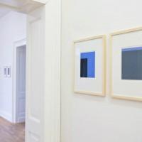 Ausstellungsansicht Papier/Paper II, Detlef Beer (h. l.), Frank Badur (r.)