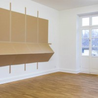"""Ausstellungsansicht """"Papier/Paper IV – COLLAGEN"""", Kirstin Arndt (l.), Bettina Khano (r.)"""