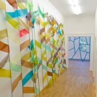 Ausstellungsansicht, enka, 2012 verzinkter Stahl, Folie, Magnete, ca. 300 x 600 x 30 cm